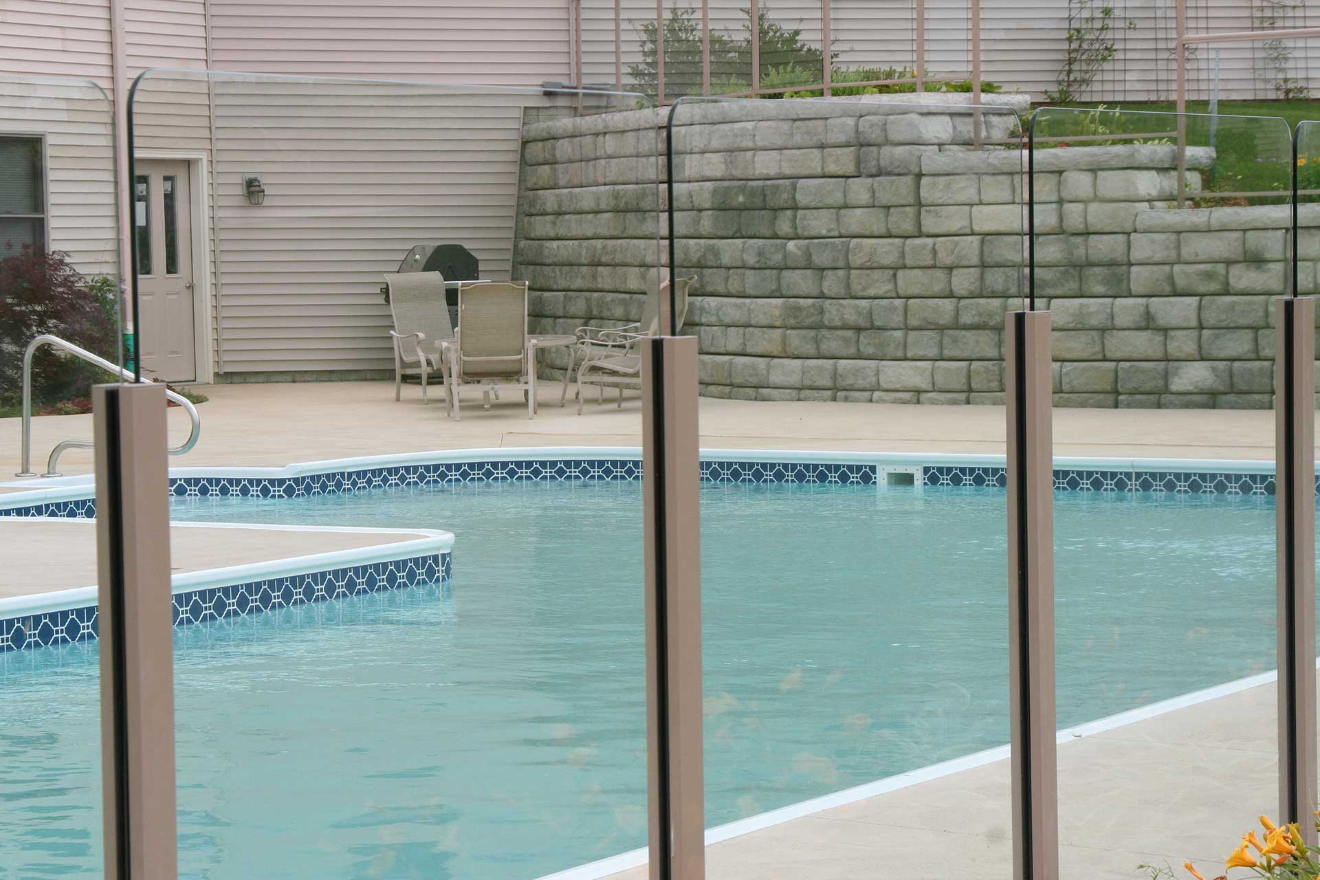Fencing and Pool Area Images Gallery | Durarail Aluminum