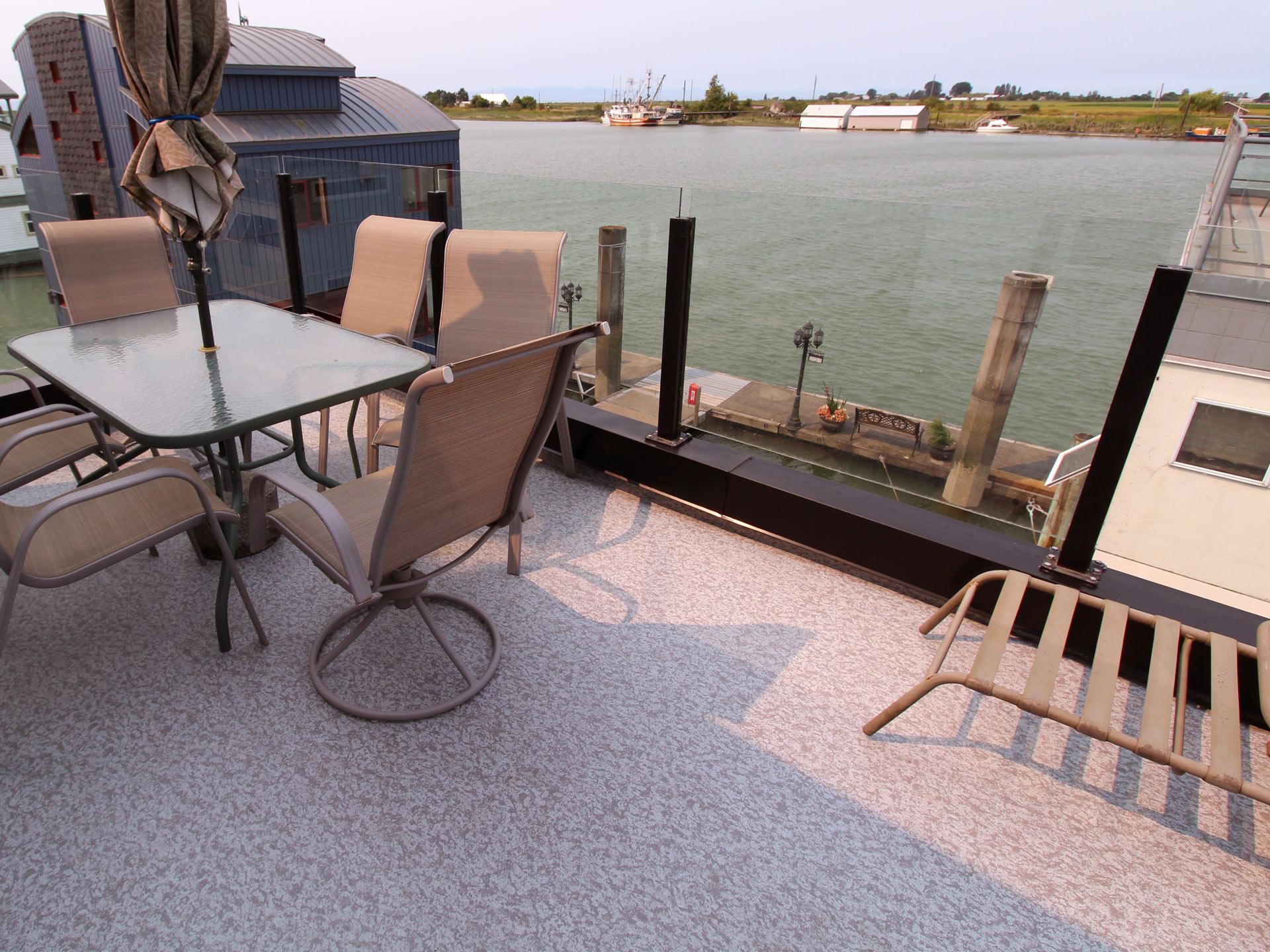 Vinyl Deck Color and Pattern Options for Waterproof Decks