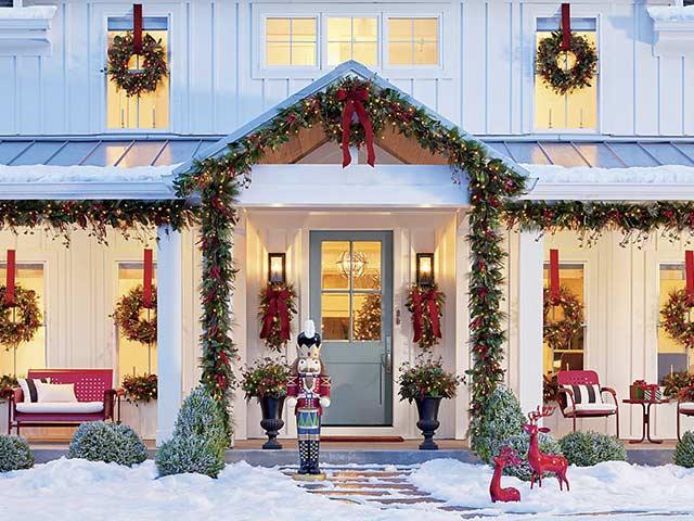 Christmas porch from grandin road blog